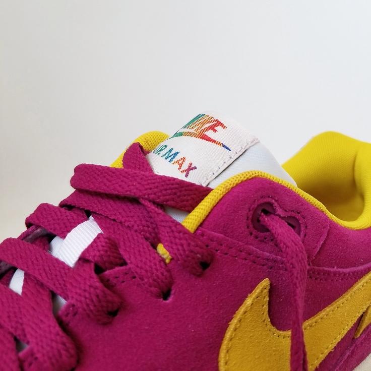 Nike Am 1 - Close up of gradient swoosh